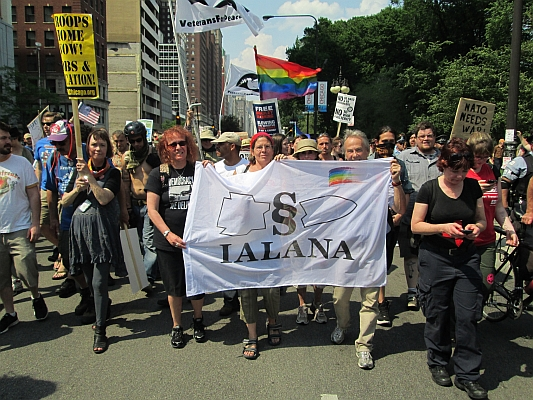 Ilana-Delegation mitten im Protestmarsch - Foto: © 2012 by Lucas Wirl